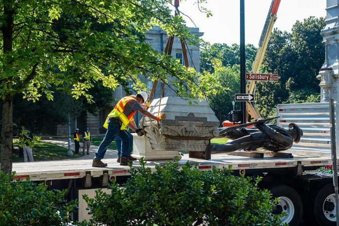Hundreds of Confederate Symbols Removed - American History at Risk